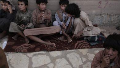 صورة سياج تدعو إلى إطلاق كافة الأطفال المحتجزين على خلفية الحرب