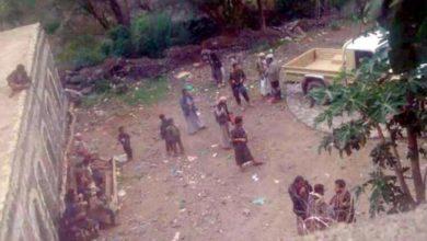 صورة مجاميع قبلية تحاصر منزل محافظ ذمار للمطالبة بجثامين أبنائها