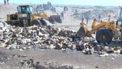 """صورة الحوثيون يتلفون مئات الأطنان من المساعدات والمواد الغذائية أمام أعين الجوعى """"صور وتفاصيل صادمة"""""""