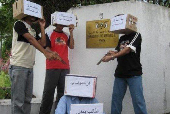 صورة طلاب اليمن في الخارج يواصلون اعتصامهم المفتوح للمطالبة بحقوقهم