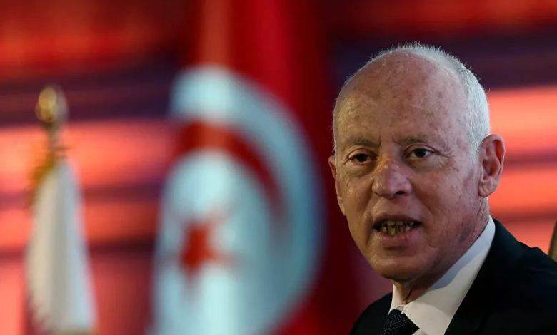 صورة عاجل: الرئيس التونسي يجمد البرلمان ويرفع الحصانة عن الاعضاء ويقيل الحكومة ويتولى السلطة التنفيذية