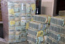 """صورة خبراء لـ""""يمن الغد"""": التعويم وتعطيل وظيفة البنك المركزي وراء انهيار العملة اليمنية"""