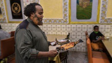 صورة السمك اليمني.. وصفة مستوردة باتت طبقاً وطنياً في جيبوتي