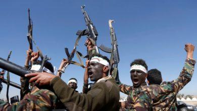 صورة بعد فشل اجتماع لحشد مقاتلين ..اشتباك بالأيدي والأسلحة البيضاء بين قيادات حوثية في صعدة