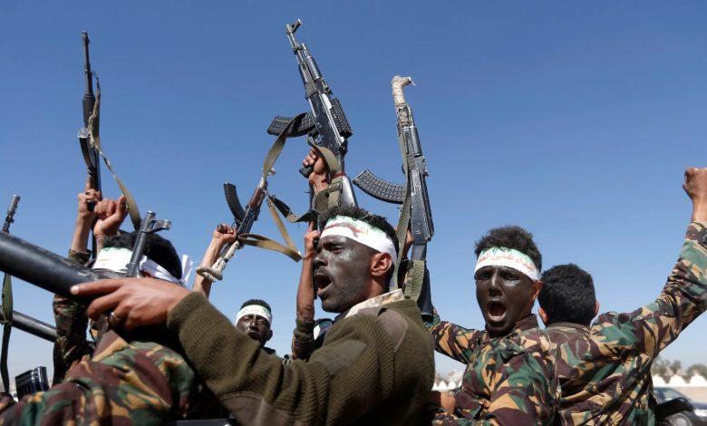 صورة انفجار الوضع بين قيادات ومشرفي الحوثي في الحديدة واندلاع مواجهات دامية خلفت قتلى وجرحى