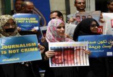 صورة القاعدة والحوثي والإخوان.. ثالوث يفتك بالصحفيين في اليمن