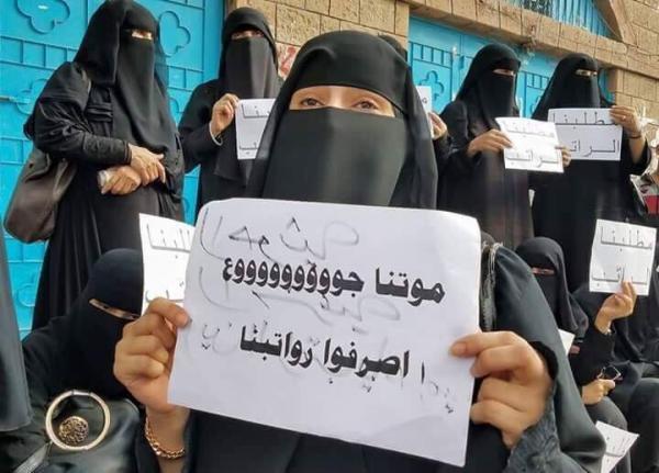 صورة الحوثي.. حين يتعمد تجويع الموظفين ومليشياته تعبث بالمليارات ويمنع صرف المرتبات