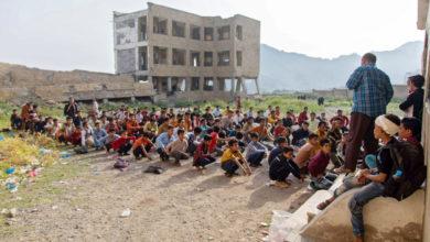 صورة اليمنيون يواجهون عاما دراسيا قاسيا في ظل الغلاء والوباء