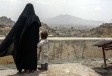 صورة امرأة يمنية شجاعة تقتل قيادي حوثي بصنعاء اقتحم منزلها لاغتصابها فألقت به من سطح البيت