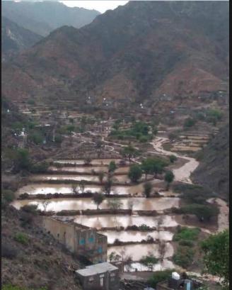 صورة بعد ارتفاع أعداد الضحايا .. الأرصاد يحذر مجددا من امطار متفاوتة الغزارة في عدد من المحافظات اليمنية