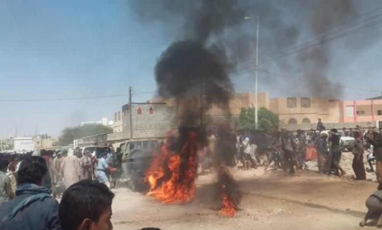 صورة انفجارعبوة ناسفة في دورية أمنية بعتق