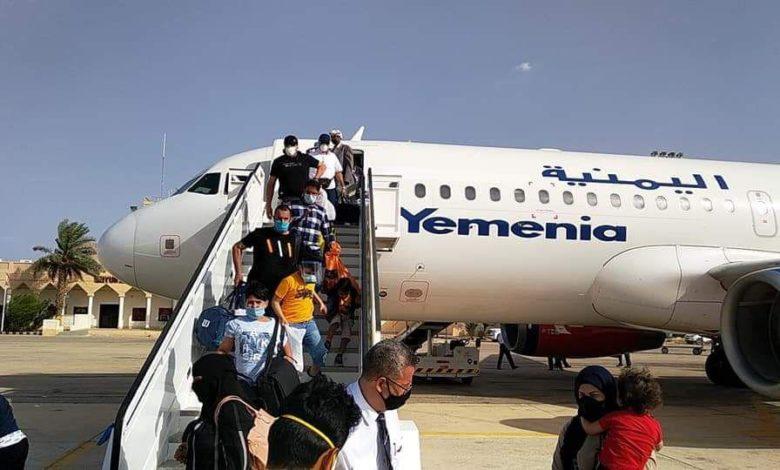 صورة وصول آخر دفعة من اليمنيين العالقين في الهند إلى عدن بعد معاناة طويلة