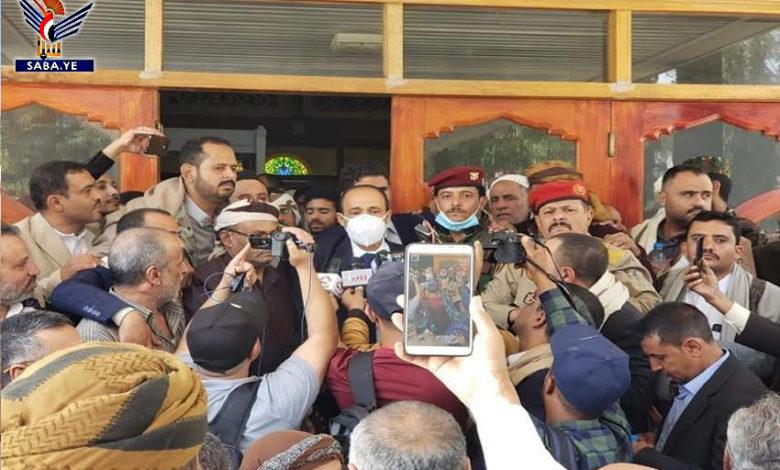 صورة كيف عاد قيادي ووزير حوثي الى صنعاء ومن ساهم في تهريبه من عمان؟ (تفاصيل هامة)