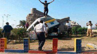 صورة حادث مروري يتحول إلى مزارلالتقاط الصور التذكارية