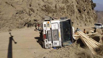 """صورة انقطاع الخط الرئيسي والوحيد الرابط بين عدن وتعز بعد حادث في """"هيجة العبد"""""""