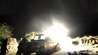 صورة مليشيا الحوثي تستخدم أسلحتها الثقيلة لقصف الأعيان المدنية في مدينة حيس