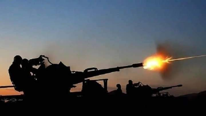 صورة الجيش الوطني يحبط هجمات حوثية مكثفة بدعم من مقاتلات التحالف جنوب غرب مأرب