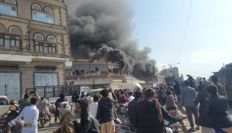 حريق هائل وسط صنعاء يلتهم محالات تجارية والخسائر مازالت مجهولة
