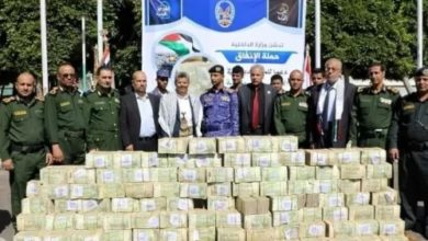 صورة تجملوا بأموال ومرتبات موظفي الدولة لفلسطين!!