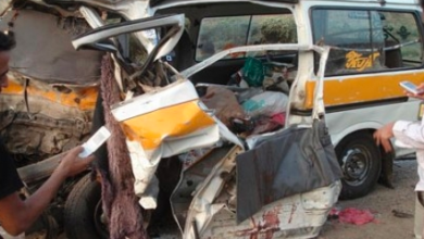 صورة حادث مروري مروع يسفر عن عشرة ضحايا بين قتيل وجريح.