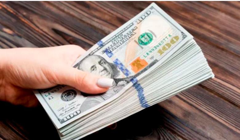 صورة إنهيار مستمر لسعر صرف الريال مقابل العملات الاجنبية في عدن و الإستقرار في صنعاء