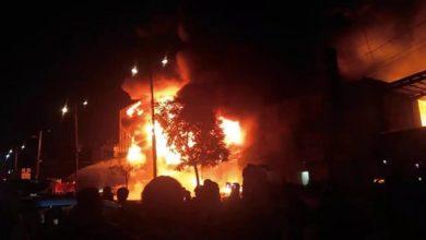 """صورة كشف تفاصيل مرعبة حول احراق اللاجئيين في صنعاء: رفضوا الذهاب للقتال في الجبهات فألقوا عليهم قنبلة وقتلوا 450 لاجئا """"مجزرة جماعية"""" فيديو"""