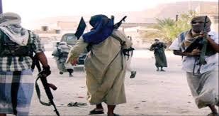 """صورة أبين.. تحركات مريبة لعناصر تنظيم القاعدة داخل المنطقة الوسطى بالقرب من معسكرات """"الاخوان"""""""