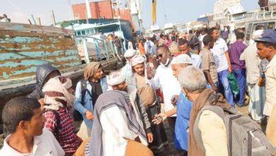 """صورة الصومال تعلن استقبال ثالث سفينة وعليها عشرات اللاجئيين اليمنيين اغلبهم أطفال ونساء """"صور"""""""