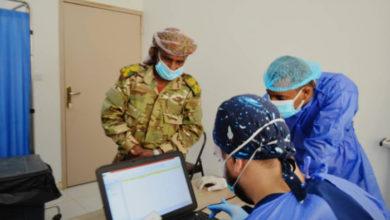 صورة خليفة تطلق برنامجاً تحصينياً في سقطرى لمنتسبي الأجهزة الأمنية ضد كوفيد 19
