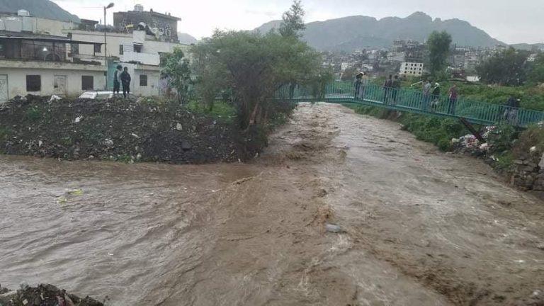 صورة سيول الأمطار تتسبب بوفاة شاب وتضرر عدد من المنازل في اب