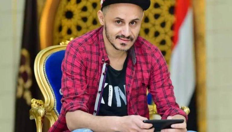 صورة شاب يمني يقهر ظروف الحرب ويمارس فنا نادرا أدخله العالمية
