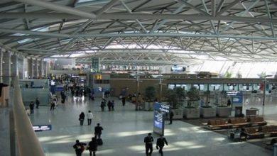 """صورة شاهد بالفيديو.. معاناة شاب يمني عالق في مطار اسطنبول منذ 20 يوماً وتخلت عنه السفارة """"استغاثة عاجلة"""""""