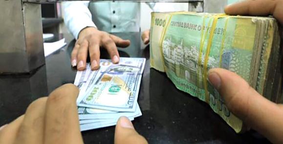"""صورة الدولار يتعدى 900 ريال في عدن.. ويستقر بصنعاء """"أخر تحديث لسعر الصرف"""""""