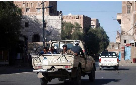 صورة طقم حوثي يقتل طفل دهسا ويرفض اسعافه وسط اليمن