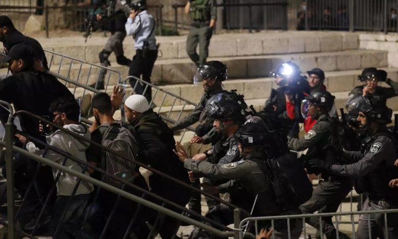 صورة عاجل: القوات الإسرائيلية تنسحب من المسجد الأقصى بعد مواجهات عنيفة وارتفاع عدد الضحايا إلى 600