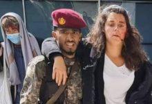 صورة شاهد ماذا حدث للجندي الذي أنقذ المتحدثة باسم الصليب الأحمر أثناء تفجيرات مطار عدن؟