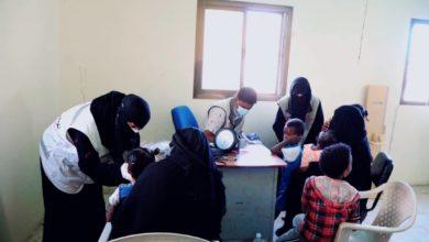 صورة عيادات الهلال الإماراتي تواصل تقديم الرعاية الصحية للسكان في المناطق النائية بحضرموت