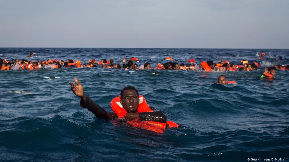 كانوا في طريقهم إلى اليمن.. مهربو البشر يلقون عشرات المهاجرين إلى البحرً ووفاة عدد كبير منهم