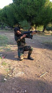 صورة الجيش يعلن أسر فتاة لبنانية كانت تقاتل مع مليشيات الحوثي في إحدى جبهات مأرب