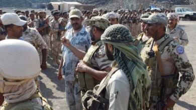 صورة العميد طارق صالح يلتقي القادة العسكريين من أبناء تهامة ويؤكد: القتال وفق رؤى وطنية طريق وحيد لهزيمة عملاء إيران