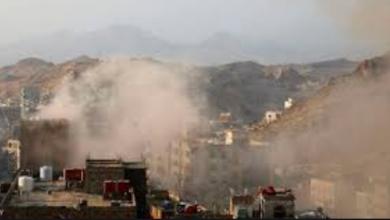 صورة المليشيات حوثية الإرهابية تقصف بشكل عشوائي مكثف منازل المدنيين جنوب شرق تعز.