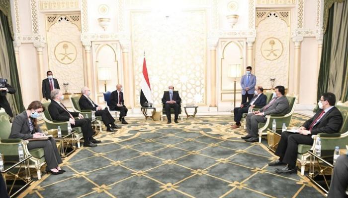 مبعوث أمريكا يلتقي الرئيس هادي لأول مرة ويؤكد: اليمن تغرق وإيران تؤجج الصراع