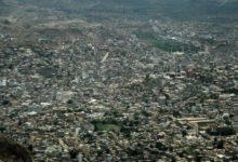 صورة قيادات في محور تعز تحتل وتنهب مئات المنازل وعصابات الإخوان تسطو على الأراضي بقوة السلاح