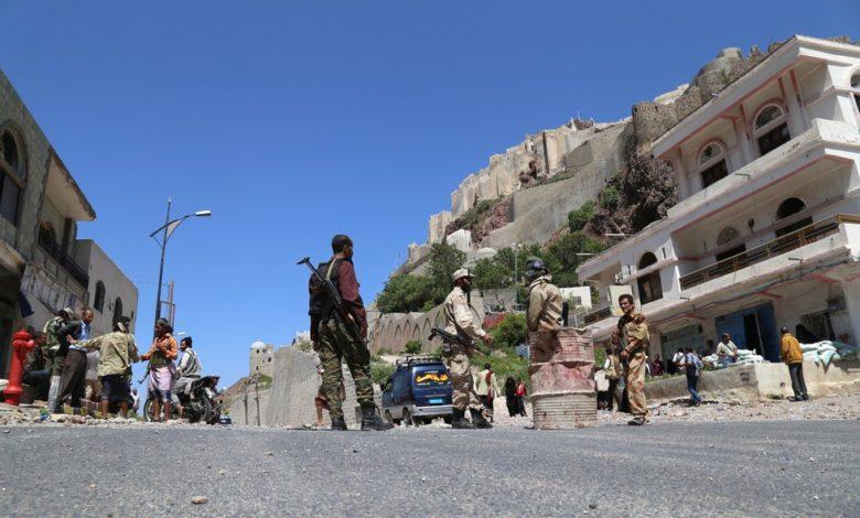 البلطجة في تعز مسلحون عسكريون ينشرون الفوضى