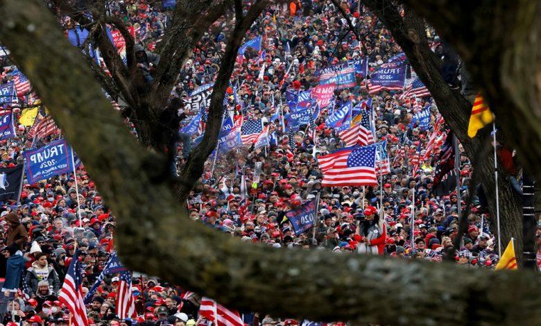 متظاهرون اقتحموا باحات الكونغرس حيث جلسة التصديق على فوز بايدن