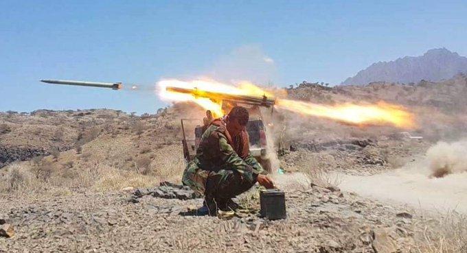 صورة الجيش يعلن مصرع 85 حوثيا وتدمير عشر اليات في مارب وتعز