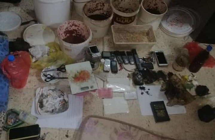 """صورة في عدن.. بيع """"مُعسِّلات"""" مخلوطة بالمخدرات للمستهلكين"""
