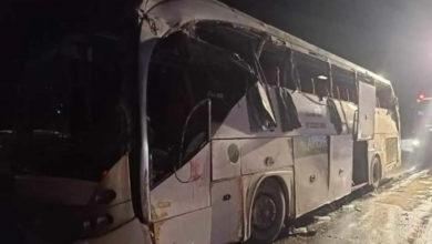"""صورة مقتل وجرح العشرات بينهم نساء وأطفال في انقلاب أتوبيس على طريق """"السويس – القاهرة"""""""