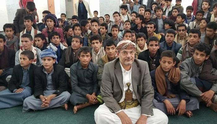 """صورة مناهج الحوثي التعليمية في اليمن.. مقررات إيرانية لصناعة """"الإرهاب"""""""