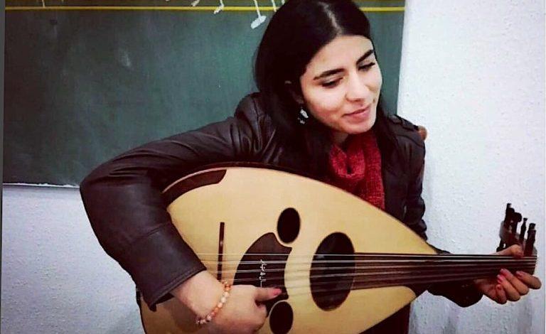 الفنانة التونسية مهر الهمامي المولعة بالتراث اليمني الغنائي